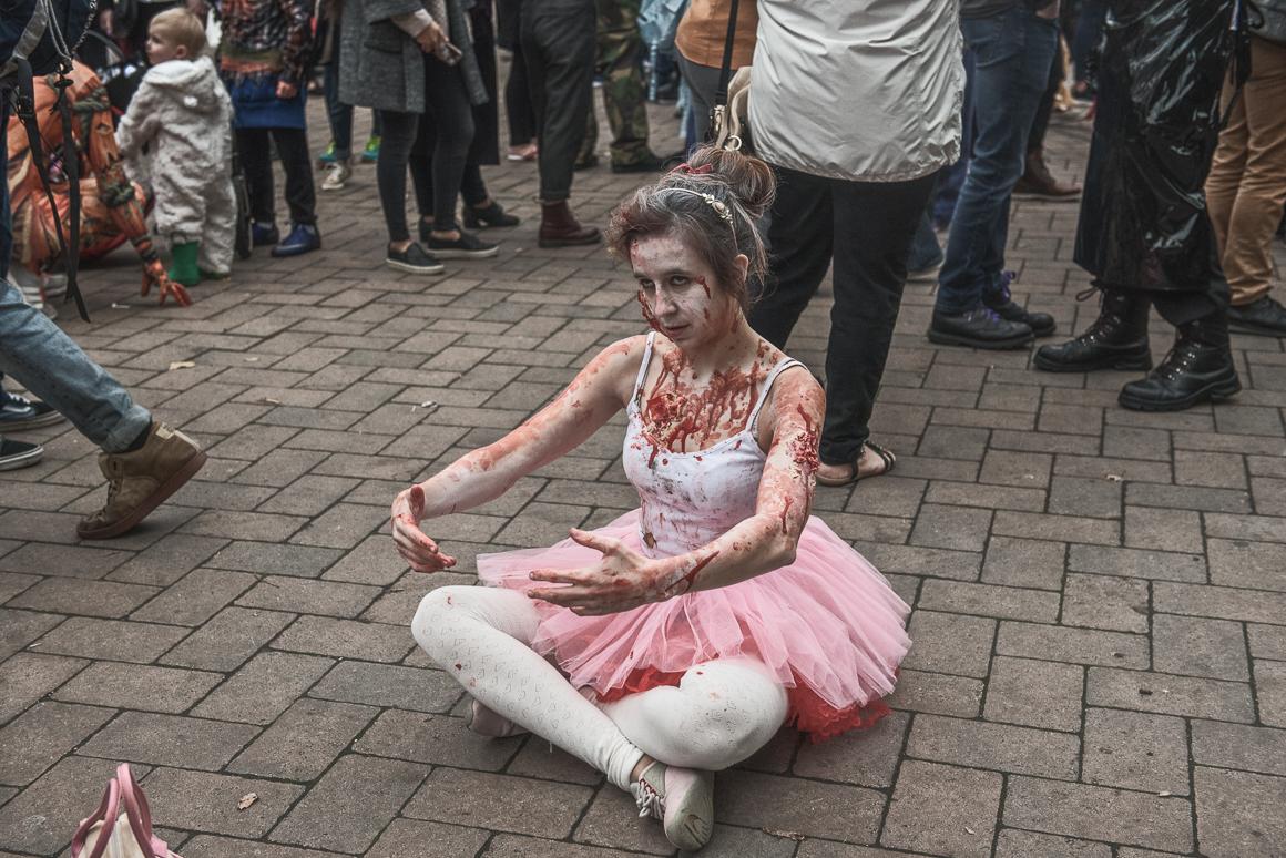002-zombie_walk