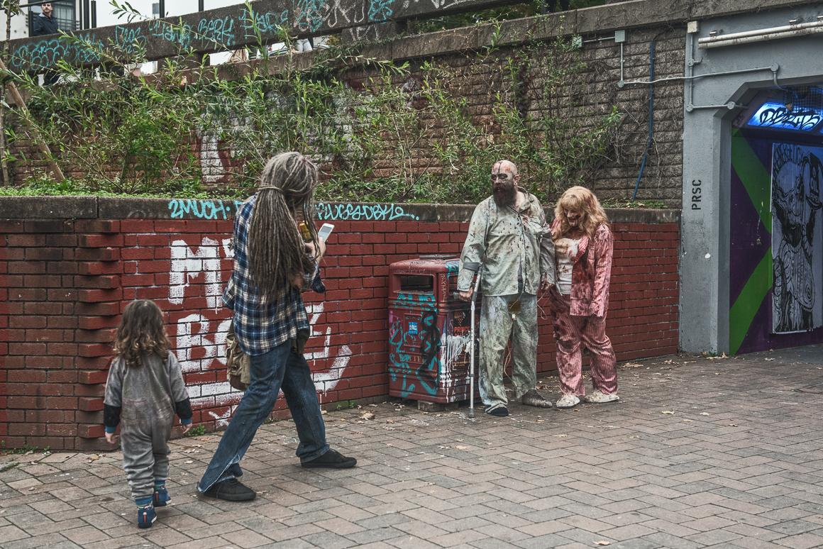 010-zombie_walk