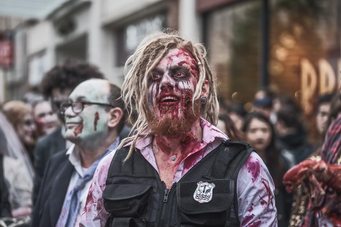 015-zombie_walk