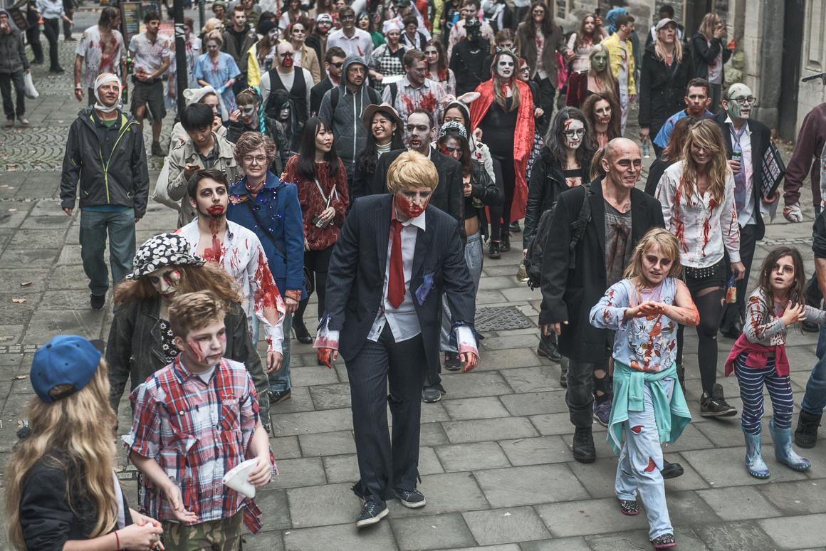 022-zombie_walk