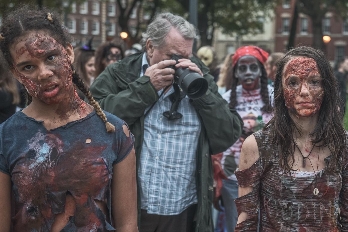 023-zombie_walk