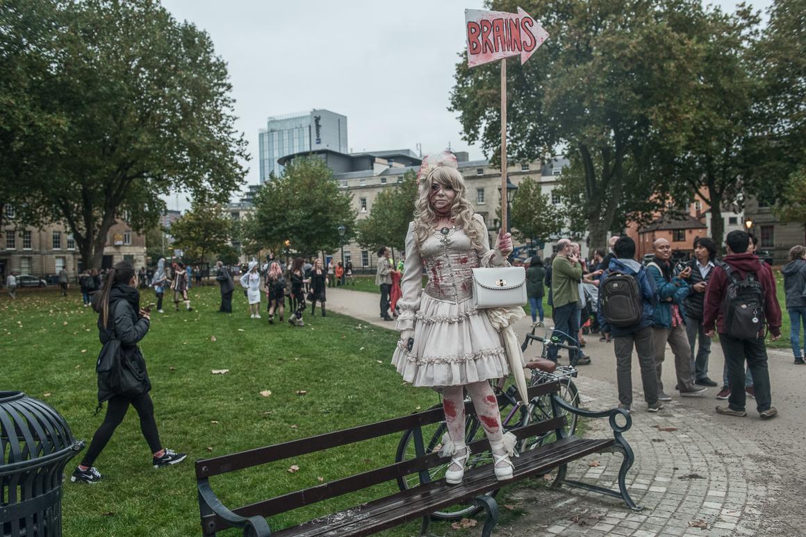 025-zombie_walk